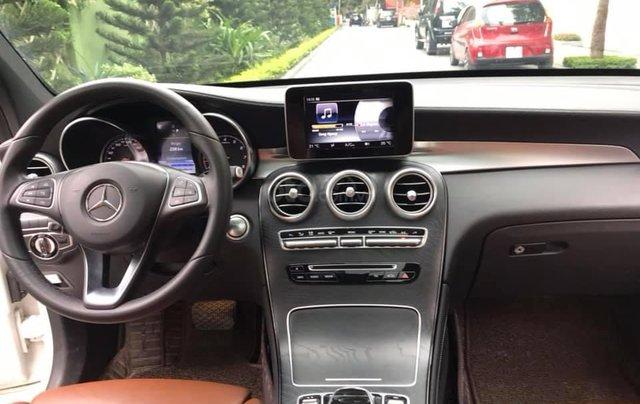 Cần bán xe Mercedes GLC300 4Matic 2017, màu trắng nội thất nâu4
