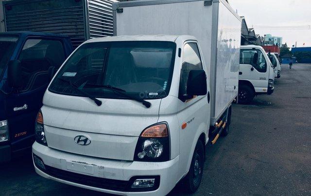 Bán xe tải Hyundai thùng bảo ôn 1T5, thùng dài 3m1 có sẵn giá tốt0