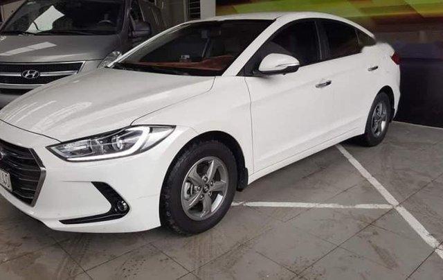Bán xe Hyundai Elantra 1.6MT đời 2019, màu trắng 1