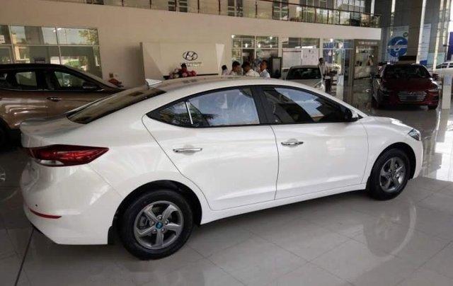Bán xe Hyundai Elantra 1.6MT đời 2019, màu trắng 0