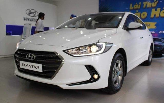 Bán xe Hyundai Elantra 1.6MT đời 2019, màu trắng 4