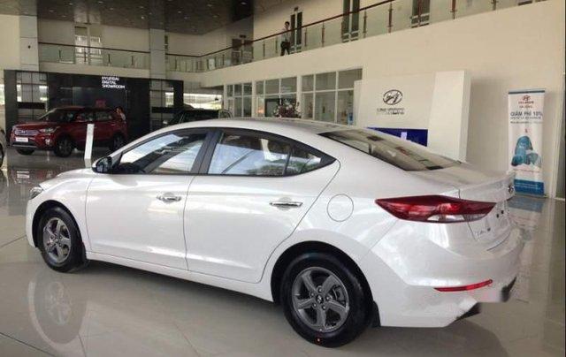 Bán xe Hyundai Elantra 1.6MT đời 2019, màu trắng 3
