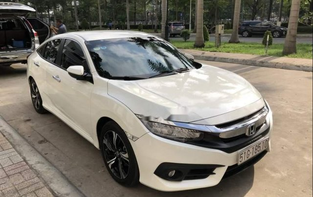 Bán ô tô Honda Civic Turbo 1.5G năm 2018, màu trắng, xe nhập chính chủ0