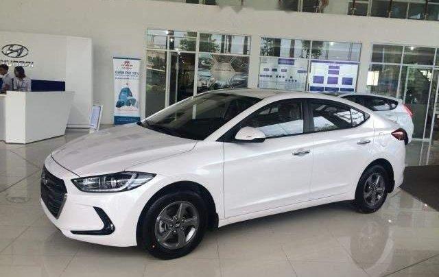 Bán xe Hyundai Elantra 1.6MT đời 2019, màu trắng 2