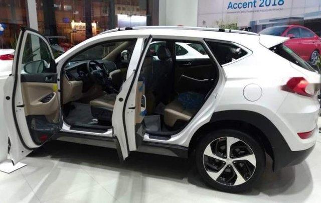Bán xe Hyundai Tucson đời 2019, màu trắng3