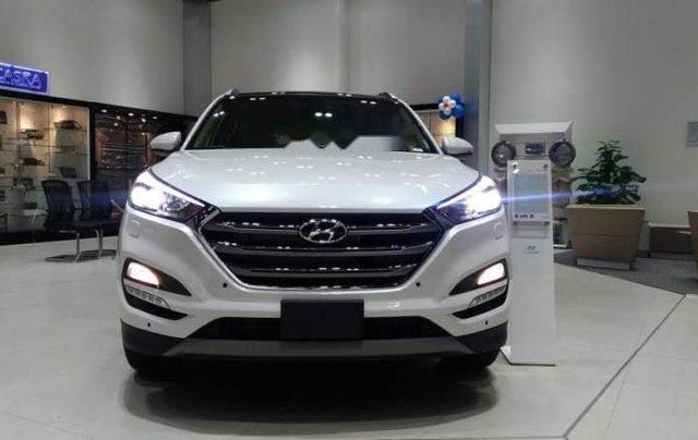 Bán xe Hyundai Tucson đời 2019, màu trắng0