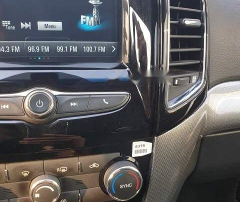 Cần bán gấp Chevrolet Captiva LTZ sản xuất 2017, màu trắng1