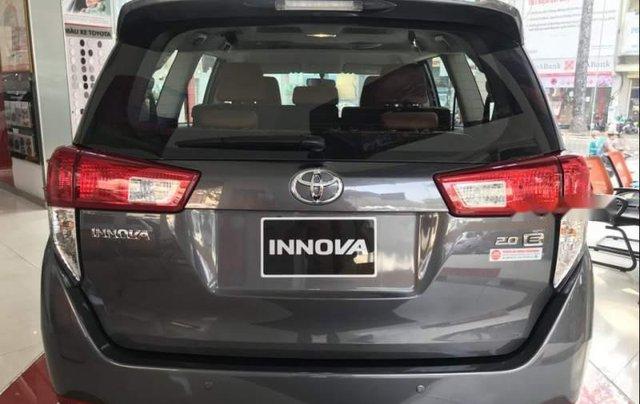 Bán Toyota Innova năm 2019, màu xám, giá chỉ 741 triệu5
