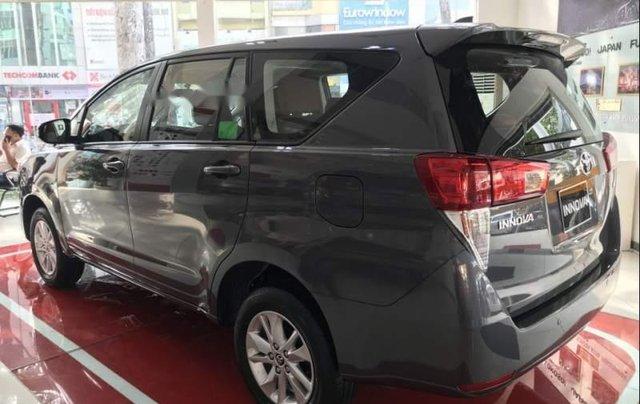 Bán Toyota Innova năm 2019, màu xám, giá chỉ 741 triệu3