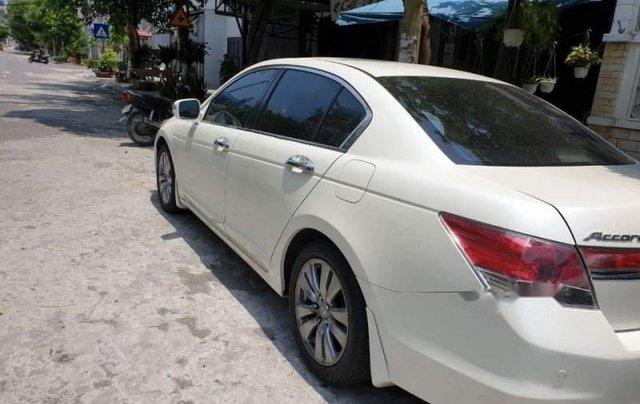 Bán Honda Accord sản xuất năm 2012, màu trắng, nhập khẩu, xe còn rất rất mới2