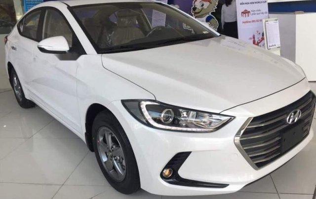 Bán Hyundai Elantra năm sản xuất 2019, giá sập sàn4