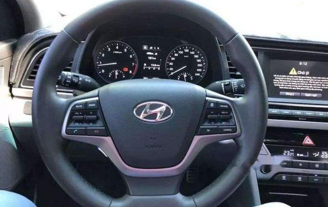 Bán Hyundai Elantra đời 2019, màu trắng, nhập khẩu  3