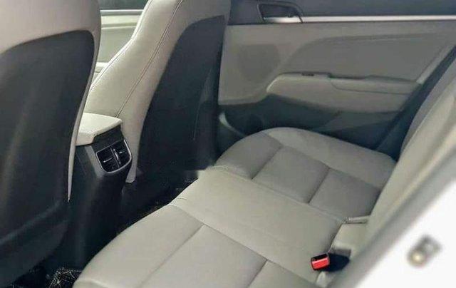 Bán Hyundai Elantra đời 2019, màu trắng, nhập khẩu  5