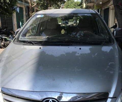 Gia đình bán Toyota Innova năm sản xuất 2010, màu bạc, xe nhập0