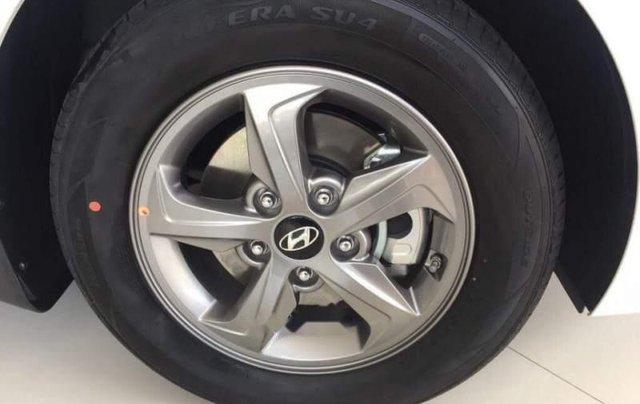 Bán Hyundai Elantra năm sản xuất 2019, giá sập sàn2