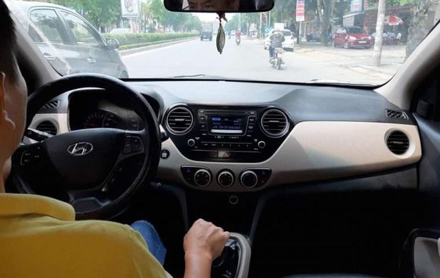 Cần bán lại xe Hyundai Grand i10 đời 2015, màu bạc, nhập khẩu nguyên chiếc như mới2