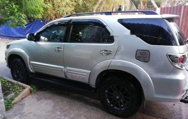 Bán Toyota Fortuner sản xuất năm 2016, màu bạc chính chủ4