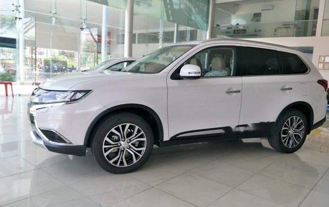 Bán xe Mitsubishi Outlander năm sản xuất 2019, màu trắng4