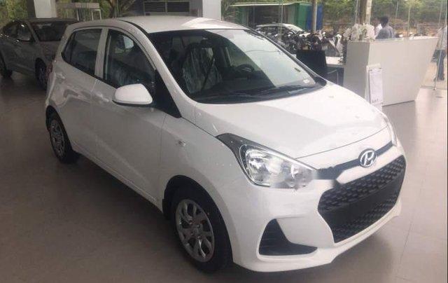 Bán Hyundai Grand i10 Base năm sản xuất 2019, màu trắng, nhập khẩu nguyên chiếc