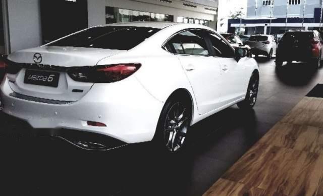 Bán Mazda 6 2.0 Prenium 2019, màu trắng3