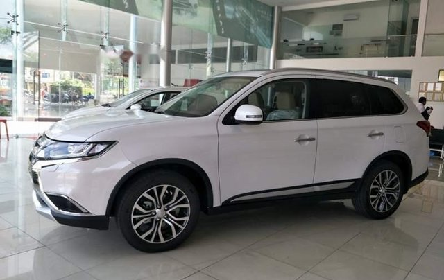 Bán xe Mitsubishi Outlander năm sản xuất 2019, màu trắng1