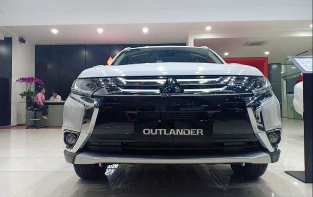 Bán xe Mitsubishi Outlander đời 2019, màu trắng4