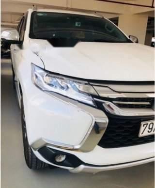 Cần bán xe Mitsubishi Pajero Sport đời 2016, màu trắng xe gia đình
