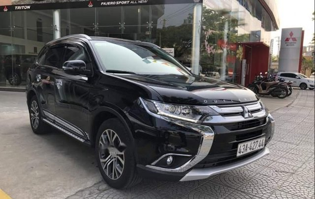 Bán xe Mitsubishi Outlander 2019, màu đen, giá tốt0