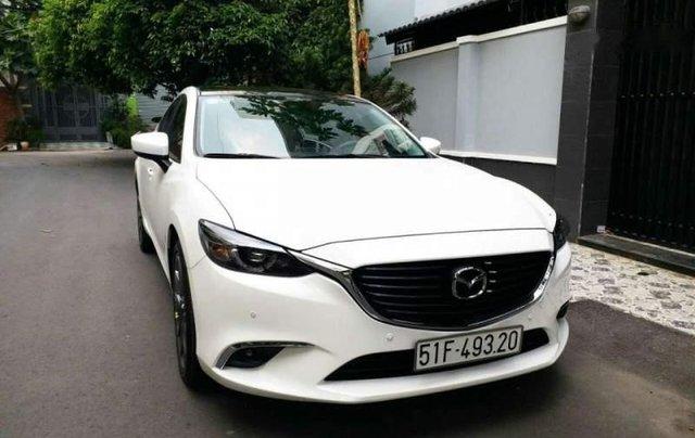 Bán xe Mazda 6 2.0 Premium đời 2017, màu trắng chính chủ1
