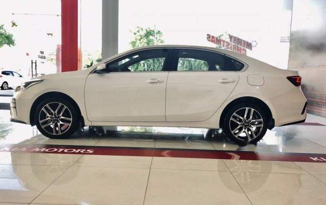 Bán xe Kia Cerato năm sản xuất 2019, màu trắng, mới 100%0