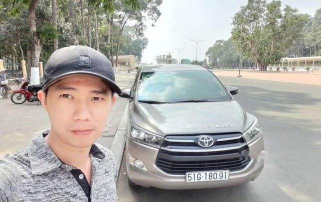 Bán Toyota Innova 2.0E đời 2018, màu bạc, 700tr0