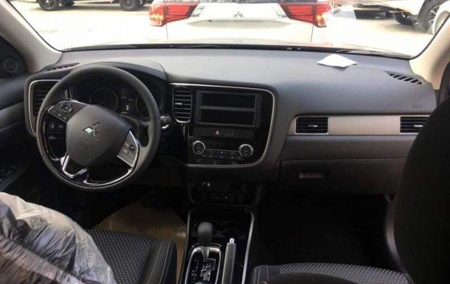 Bán xe Mitsubishi Outlander 2019, màu đen, giá tốt5