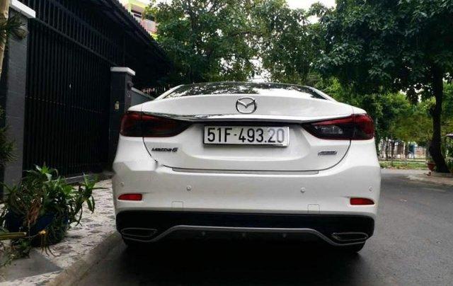 Bán xe Mazda 6 2.0 Premium đời 2017, màu trắng chính chủ2