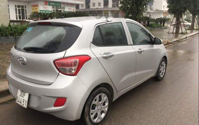 Bán gấp Hyundai Grand i10 năm sản xuất 2015, màu bạc 2
