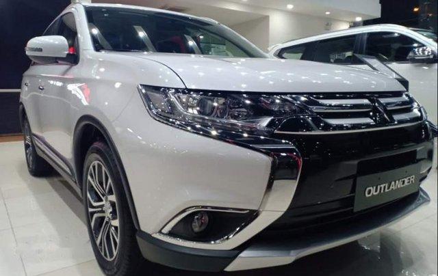 Bán xe Mitsubishi Outlander đời 2019, màu trắng5