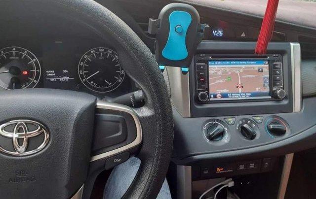 Bán Toyota Innova 2.0E đời 2018, màu bạc, 700tr2