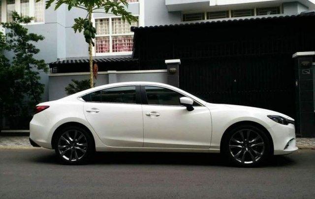 Bán xe Mazda 6 2.0 Premium đời 2017, màu trắng chính chủ0