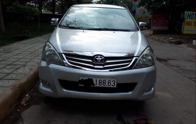 Cần bán Toyota Innova năm sản xuất 2008, màu bạc0