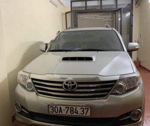 Bán Toyota Fortuner đời 2015, màu bạc xe gia đình, giá 820tr1