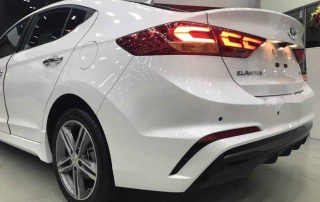 Bán xe Hyundai Elantra Sport 2019, màu trắng, xe nhập giá cạnh tranh2