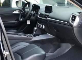 Cần bán gấp Mazda 3 năm 20181