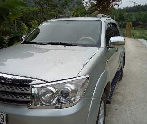 Bán Toyota Fortuner đời 2010, màu bạc0