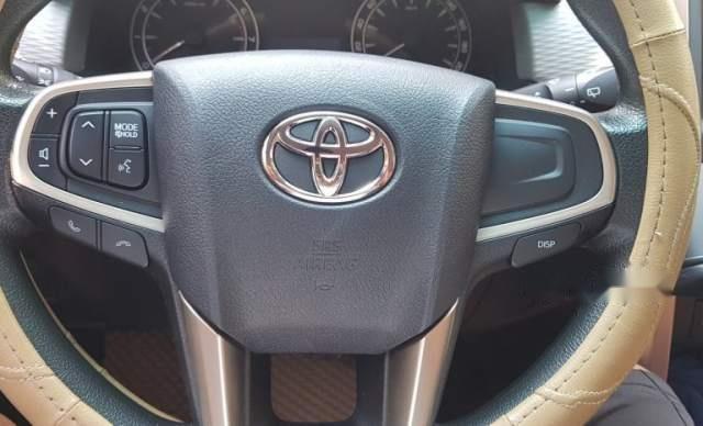Bán xe Toyota Innova đời 2017, màu bạc, 678tr0