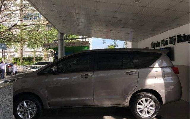 Bán xe Toyota Innova năm 2019, màu xám, giá tốt2