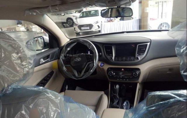 Bán Hyundai Tucson 2.0 sản xuất năm 2019, màu trắng4