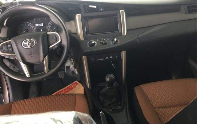 Bán xe Toyota Innova năm 2019, màu xám, giá tốt3