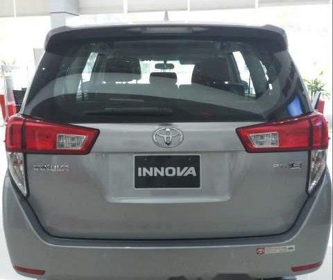 Cần bán Toyota Innova E sản xuất năm 2019, màu xám giá cạnh tranh3
