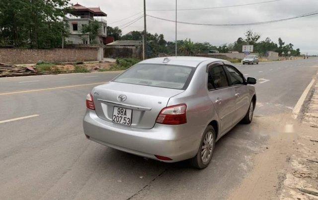 Cần bán Toyota Vios năm sản xuất 2011, màu bạc, số sàn3