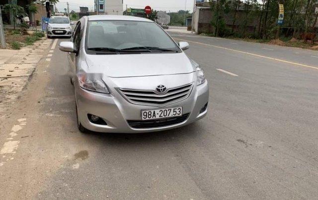 Cần bán Toyota Vios năm sản xuất 2011, màu bạc, số sàn0