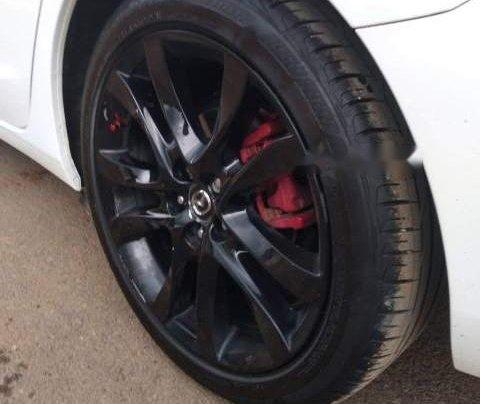 Cần bán Mazda 6 Premium 2.0 2017, màu trắng chính chủ giá cạnh tranh3
